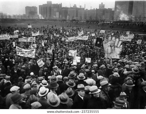 2000年の失業者デモは、シカゴのグラント・パーク・デモ複数の看板、1932年10月31日。