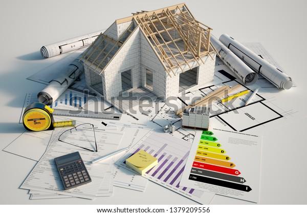 Representación 3D de una casa en construcción sobre planos, formularios hipotecarios y un gráfico de eficiencia energética