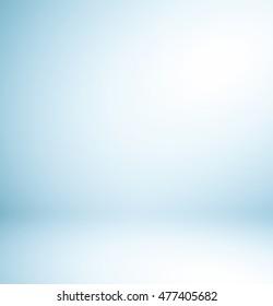 Abstrakte Hintergrundtextur der Schönheit dunkel und hellblau, kalt grau, schneeweißer Farbverlauf-Flachwand und Boden in leeren geräumigen Zimmern Wintergarten