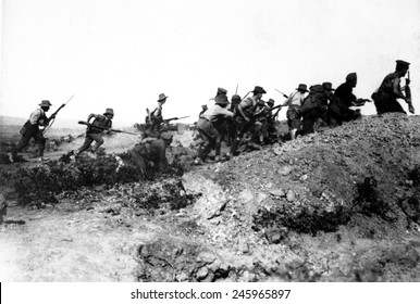 Australian WWI troops charging near a Turkish trench. When they got there, the Turks had retreated. Dardanelles Campaign, WWI. 1915.