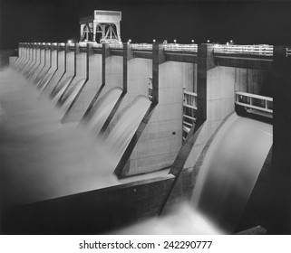 Chickamauga Dam, built by the Tennessee Valley Authority (TVA), New Deal public works project to bring flood control, electricity, and development the Depression ravaged Tennessee Valley. Ca. 1940.