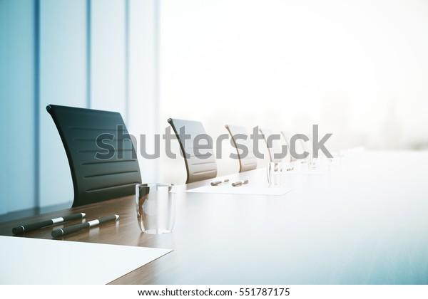 Nahaufnahme eines Tisches mit Ausstattung im Konferenzraum. 3D-Rendering