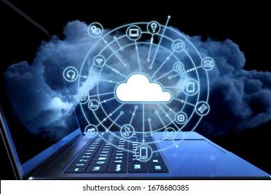 Cloud-Computing-Technologie-Konzept mit 3D-Rendering-Computernotebook mit Cloud-Symbolen