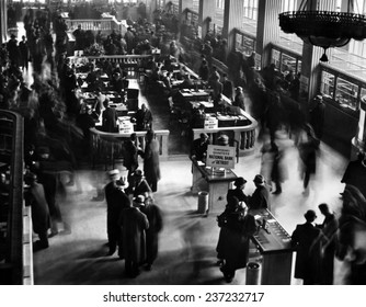 Crowds in the lobby of new bank in Detroit New National Bank opened in Detroit formed by capital subscribed by General Motors Corp and the Reconstruction Finance Corporation.