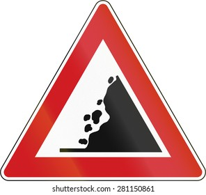 Czech sign warning about falling rocks from the right.