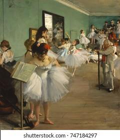 A classe de dança, por Edgar Degas, 1873, pintura impressionista francesa, óleo sobre tela. Mais de vinte mulheres, bailarinas e suas mães, esperam enquanto uma dançarina executa seu exame. Jules Perrot, uma família
