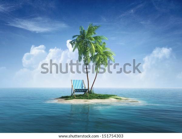 Île tropicale déserte avec palmier, chaise longue. Concept pour le repos, les vacances, la station, le voyage.