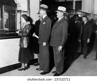 Detroit workers line up at the new Chrysler Emergency Bank at tellers window Mayor Frank Murphy and KT.