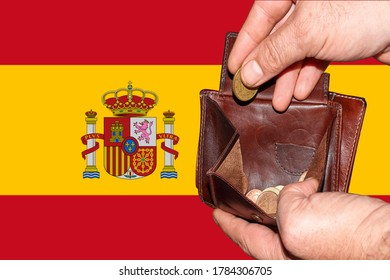 empty wallet shows the global financial economic crisis triggered by the corona virus in Spain