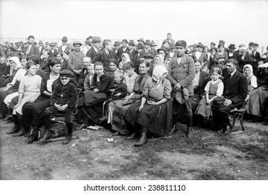 European immigrants arriving at Ellis Island, ca. 1907