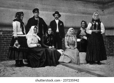 A family group of immigrants just arrived in America. c.1902.