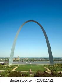 The Gateway Arch. Jefferson National Expansion Memorial. St. Louis, Missouri. 1947 design, 1963-1966 construction. Photo ca. 1986