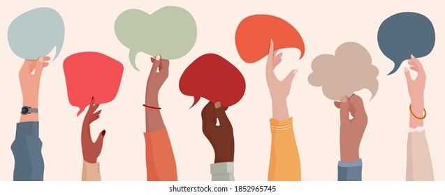 Gruppenkommunikation multiethnischer und multikultureller Männer und Frauen. Hetzte Hände, die eine Sprachblase halten. Rassengleichheit. Die Vielfalt der Menschen. Unterschiedliche Kultur und Länder. Gemeinschaft