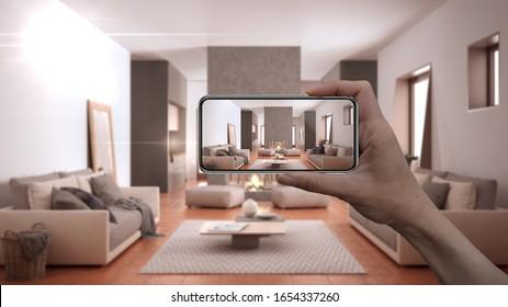 Hand, die Smartphone, AR-Anwendung, simulieren Möbel und Innendekorationsprodukte im echten Zuhause, Designer-Konzept des Architekten, unscharfer Hintergrund, gemütliches Wohnzimmer mit Sofa, 3D-Illustration
