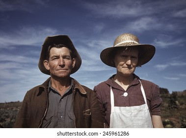 Jim Norris and wife homesteaders in Pie Town New Mexico. Oct. 1940.