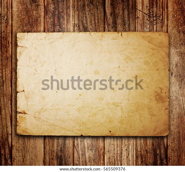 foto de Ilustración de stock sobre Papel antiguo sobre el fondo de 565509376
