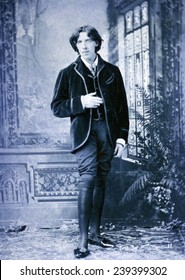Oscar Wilde, (1854-1900) Irish literary genuis, in flamboyant costume. 1882 studio portait by Napoleon Sarony.