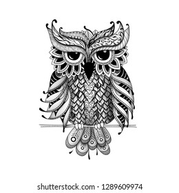 Owl in Zentangl and dudling style. Adult coloring books, meditative coloring. Drawing by hand.