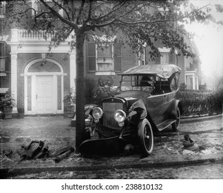 Penrose car accident, front view, photograph, 1920-1921