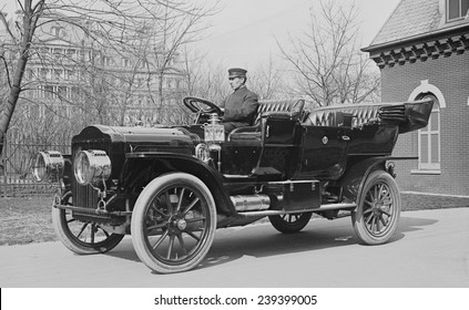 """Presidents Taft's,""""White"""" touring car that went 40 mhp, and sold for about $2500 at the time."""