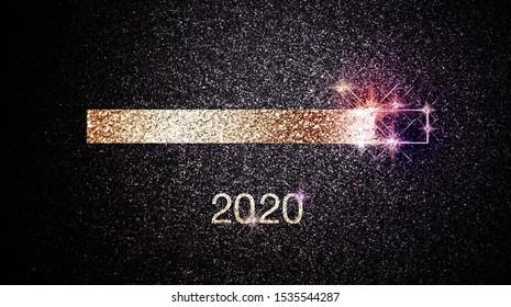 Fortschrittsbalken 2020 Neujahr mit festlichen Scheinwerfern und Sternen auf dunklem Nachthintergrund