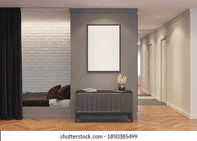 Ein Zimmer mit einem senkrechten Plakat über einem grauen Vorhang mit Dekoration befindet sich neben der Nische mit Bett und Vorhang. Im Hintergrund befindet sich ein Korridor mit einem Spiegel und einer Tür. 3 Gabe