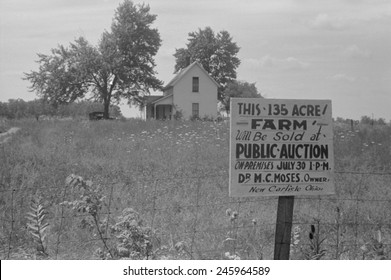 Sign advertising farm auction New Carlisle Ohio. Photo by Ben Shahn Summer 1938.