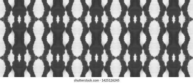 Simple Ogee seamless pattern. Black and white tie dye print. Watercolor fabric design. Monochrome ogee pattern. Shibori style ornament. Abstract geometric background. Primitive ethnic motifs. Ikat.