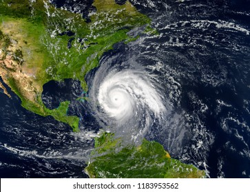 tropischer Hurrikan, der sich den USA nähert. Elemente dieses Bildes werden von der NASA geliefert.
