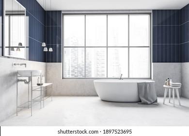 Weiß-blaues Badezimmer mit weißer Badewanne und Gele, Waschbecken mit Spiegel und Fenster, Draufsicht. Minimalistisches helles Badezimmer auf weißem Boden, 3D-Darstellung für niemanden