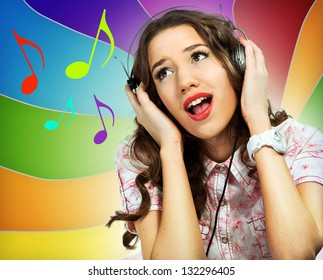Woman with earphones singing over a colorful background