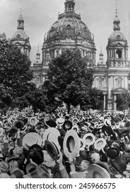 WWI. Crowd of Germans men cheering the declaration of WWI in front of the Berlin Cathedral (Berliner Dom) in Berlin, Germany. August 1914.
