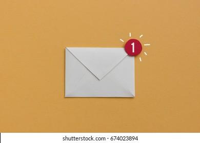 Sie haben eine neue E-Mail - Benachrichtigungskonzept, nützliches Bild für Newsletter- und E-Mail-Marketingthemen