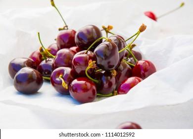 Спелая черешня. Свежие ягоды.