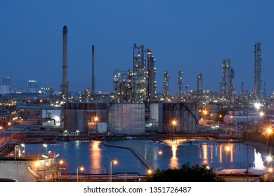 Oil​ refinery​ industry​ at​ sunset​
