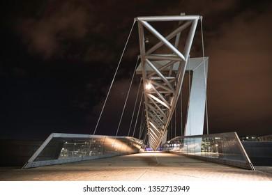 01/04/2019 oslo, oslo, norway bridge at barcode oslo at night
