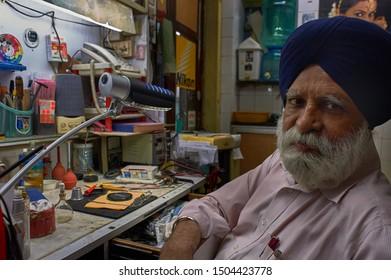 Sikh asiatico dating campanello casa telefono collegamento