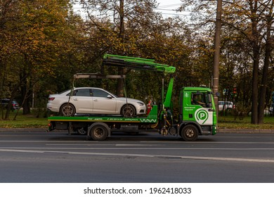 02.10.2020, Moscow, Russia. A tow truck service takes a passenger car to the impound lot.