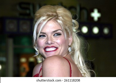 """02/14/2005 - Hollywood - Anna Nicole Smith at the """"Be Cool"""" Premiere Red Carpet at Grauman's Chinese Theater in Hollywood."""