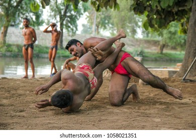 04-23-2013,Lahore, Pakistan. Kushti in Pakistan. The training of fighters. Ancient Indian wrestling.