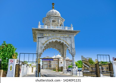 05.01.2018, Gravesend, Kent,UK. Entrance arch to Guru Nanak DarbarGurdwara, the magnificent sikh temple ( Gurdwara )  in Gravesend Kent
