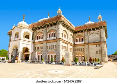 05.01.2018, Gravesend, Kent,UK. Guru Nanak DarbarGurdwara, the magnificent sikh temple ( Gurdwara )  in Gravesend Kent