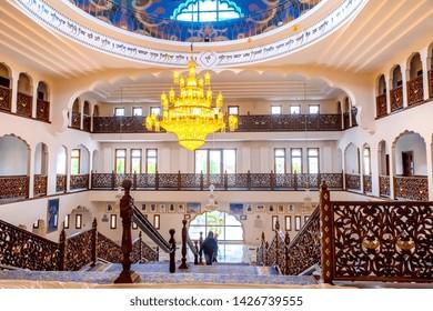 05.01.2018. Kent, UK. Main staircase inside Guru Nanak DarbarGurdwara, the magnificent sikh temple ( Gurdwara )  in Gravesend Kent