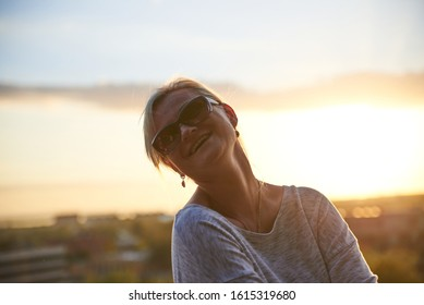 05-08-2017 Perfect fashionable lady wearing sunglasses