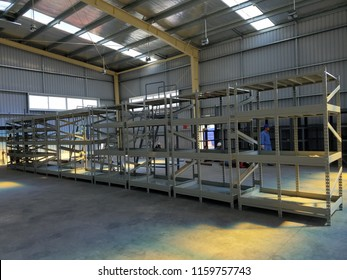 05/12/2018 steel rack in the new warehouse to store industrial tool in Hai Phong city