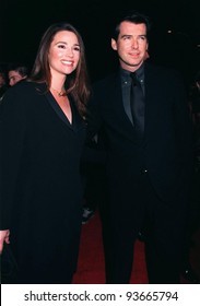 "05FEB97: Actor PIERCE BROSNAN & girlfriend KEELY SHAYE SMITH at the premiere of his new movie, ""Dante's Peak,"" in which he stars with Linda Hamilton. Pix: PAUL SMITH"