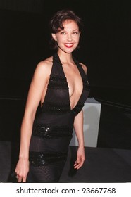 05JUN97:  ASHLEY JUDD at Gucci fashion show to benefit AIDS Project Los Angeles.