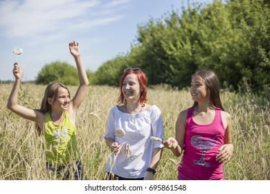 """07.08.2017 Russia. Togliatti. Cottage village """"Collector"""". Girls are having fun in the wheat field"""
