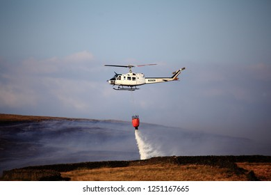 07.08.2018 Saddleworth Oldham Uk. A helicopter drops water over the fires raging on Saddleworth Moor during summer 2018