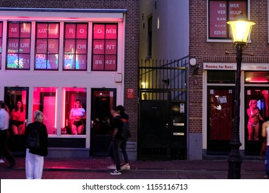 07-09-2018. Holland. Amsterdam. Red light district. Tourists for a walk.